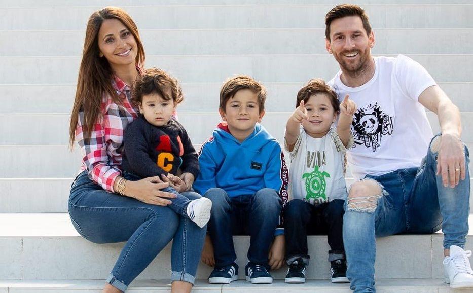 Antonella Roccuzzo, Ciro,Thiago, Mateo And Messi